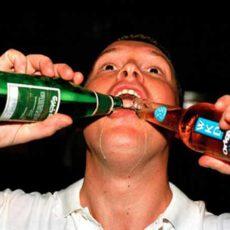 Uống nhiều rượu gây ung thư thực quản